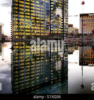 Des capacités et de la fontaine à Paris Quartier de la défense Photo Stock