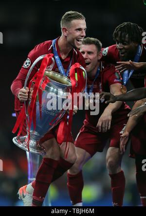 Madrid, Espagne. 01 Juin, 2019. Jordan Henderson avec trophée, Tottenham Hotspur FC V Liverpool FC, 2019 Allstar Crédit: photo library/Alamy Live News Photo Stock