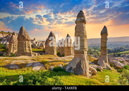 Cheminées de fées rock formation à la vallée de l'amour, Cappadoce, Turquie Photo Stock