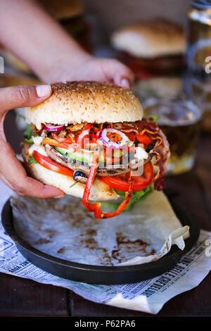 Champignons Portobello grillés délicieux burger Photo Stock