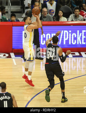 Los Angeles, CA, USA. 18 janvier, 2019. Golden State Warriors guard Stephen Curry #30 s'arrête de tourner durant les Golden State Warriors vs Los Angeles Clippers au Staples Center le 18 janvier 2019. (Photo par Jevone Moore) Credit: csm/Alamy Live News Photo Stock