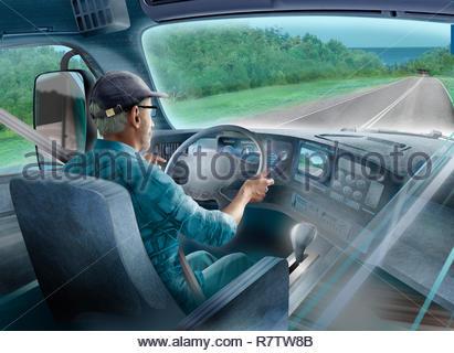 Conducteur de camion avec sat nav sur route ouverte Photo Stock