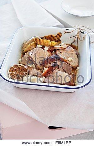 Rôti de porc aux poires et au fromage bleu au curry Photo Stock
