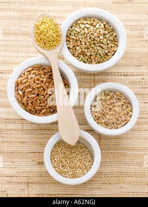 L'épeautre et l'Orge Sarrasin Millet quinoa tourné avec un appareil photo numérique moyen Photo Stock