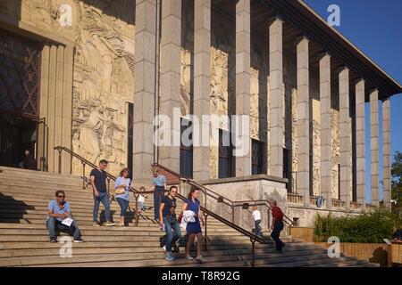 France, Paris, Porte Dorée, palais de la Porte Dorée et Musée de l'histoire de l'Immigration, bas-relief d'Alfred Janniot Photo Stock