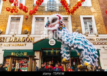L'Angleterre, Londres, le quartier chinois, le Nouvel An chinois défilé, Danse du Lion Photo Stock