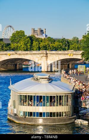 France, Paris, région classée au Patrimoine Mondial de l'UNESCO, les bords de Seine, les nouvelles banques, la péniche de Rosa Bonheur Photo Stock