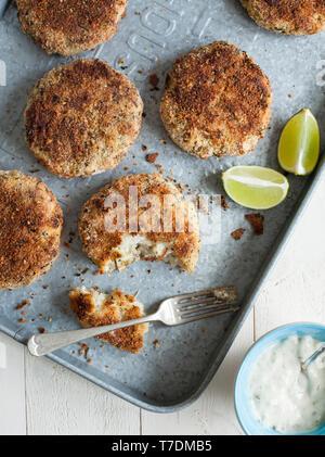 Fishcakes pané avec la Sauce Tartare Photo Stock