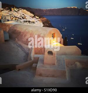 Lumières de la dernière journée sur l'île de Santorini, Cyclades, Grèce Photo Stock