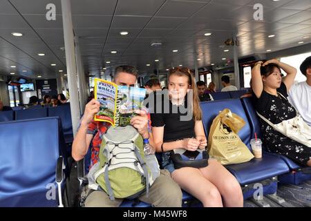 Les touristes sur un ferry à North Vancouver, British Columbia, Canada Photo Stock