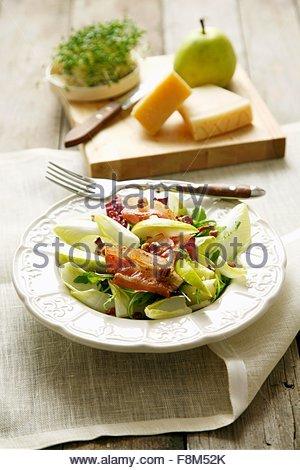 Chicorée, salade de poire et bacon Photo Stock
