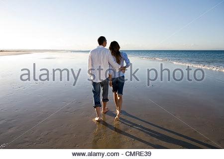 Couple walking on beach Photo Stock