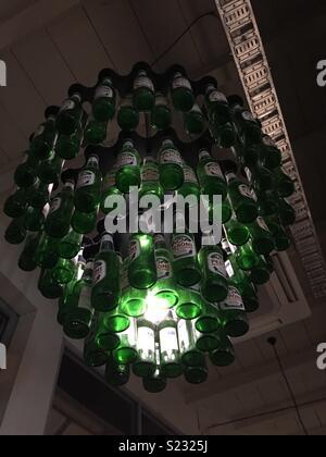 Les bouteilles de bière Peroni de Lustre Photo Stock