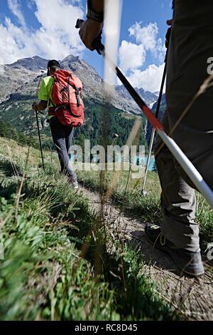 Amis Randonneurs à Mont Cervin, Matterhorn, Valais, Suisse Photo Stock
