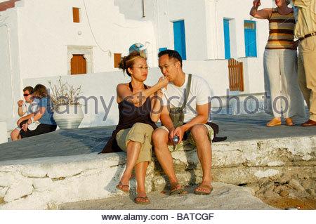 Un COUPLE À MYKONOS GRÈCE Photo Stock