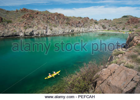 Kayak à l'Honeymoon Cove, l'île Isla Danzante ou Danseurs, partie de Loreto Bay National Park. Photo Stock