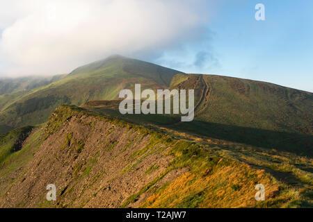 Au-dessus des nuages dans la montagne l'Ukraine Photo Stock