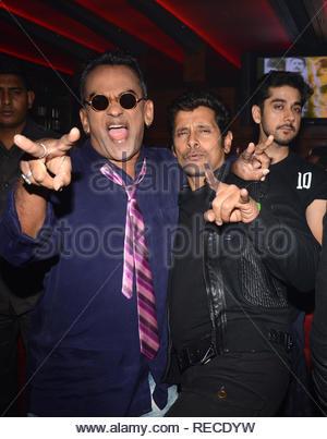 Singer Remo Fernandes, acteur Vikram,et Vinay Virmani durant la musique Lancement du film à venir David à Mumbai, Inde, le 14 janvier 2013. (Dr Naik/ IMAGES SOLARIS) Photo Stock