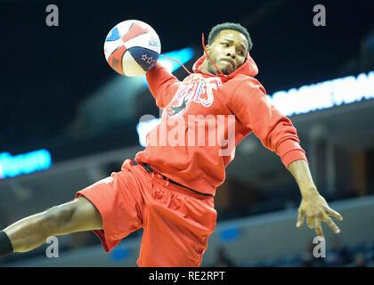 Memphis, TN, USA. 18 janvier, 2019. Harlem Globetrotters Globies effectuer pendant le slam dunk contest, au cours de l'exposition game contre les Washington Generals à Fed Ex Forum à Memphis, TN. Kevin Langley/Sports médias du Sud/CSM/Alamy Live News Crédit: Cal Sport Media/Alamy Live News Photo Stock