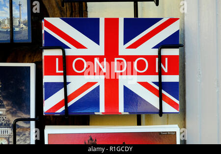 Union jack flag, Londres carte postale en rack Photo Stock