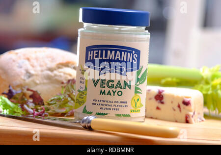 Mayonnaise mayonnaise végétalienne dans Hellmann's glass jar Photo Stock