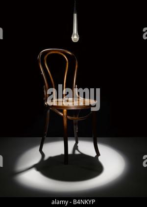 Une chaise en bois et le microphone à l'honneur Photo Stock