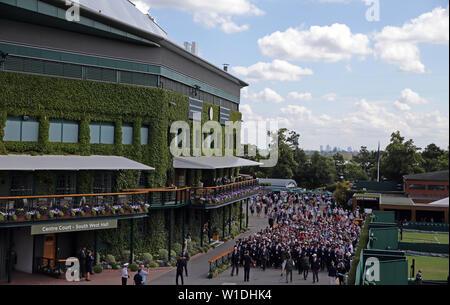 Wimbledon, Londres, Royaume-Uni. 2 juillet 2019. Foule Entrez motifs, le tournoi de Wimbledon 2019, 2019 Allstar Crédit: photo library/Alamy Live News Photo Stock