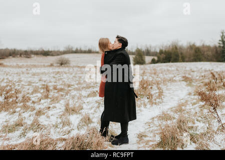 Couple kissing in snow, Georgetown, Canada Photo Stock