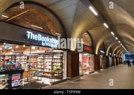L'Angleterre, Londres, Southwark, London Bridge City, London Bridge Gare, une galerie marchande Photo Stock