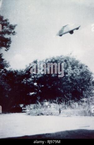 50 km à l'est de Winona, Minnesota, Tom O'Bannon voit une soucoupe volante; lorsqu'il revient deux jours plus tard, il obtient cette impressionnante photo. Photo Stock