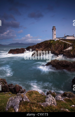 Photo de nuit de Fanad phare sur la péninsule de fanad, comté de Donegal. Photo Stock