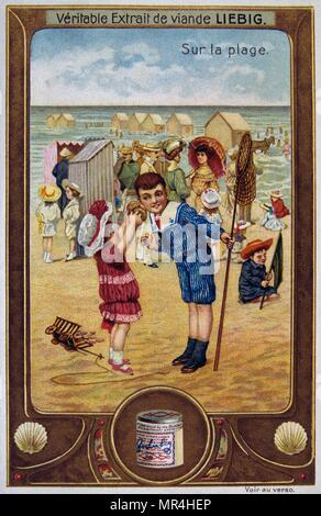 Carte Leibig représentant des enfants sur une plage, France 1900 Photo Stock