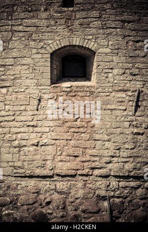Remparts du château et fenêtre. Détails architecturaux. Le château de Vadstena un monument historique Photo Stock