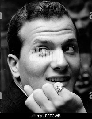 PAT BOONE chanteur portant un anneau d'ses initiales. Photo Stock