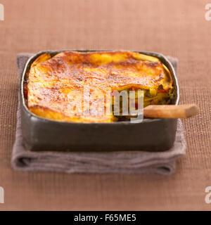 Faire cuire les lasagnes aux légumes (sujet: cuisine) Photo Stock