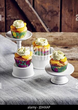 Mandarin cup cakes avec du lait de poule Photo Stock