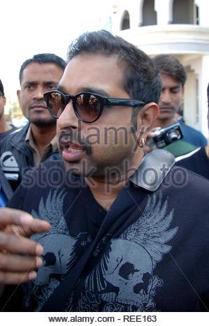 Chanteur et compositeur de musique Shankar Mahadevan arrivent à l'aéroport de Jodhpur à assister à une fête de mariage à Jodhpur, Rajasthan, Inde le 5 février 2013. (Sunil Verma) Photo Stock