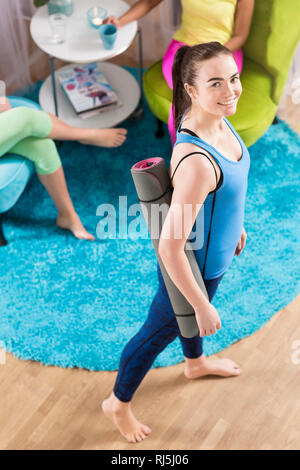 Portrait of young woman in yoga studio Photo Stock