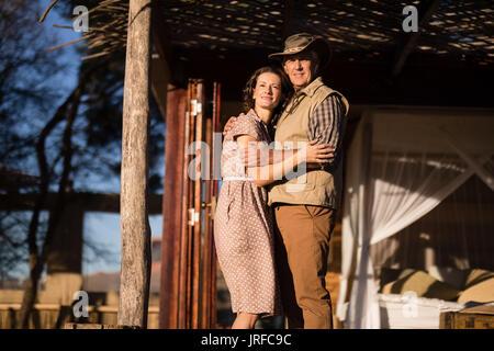 Couple de cottage au cours de vacances à l'hôtel Photo Stock