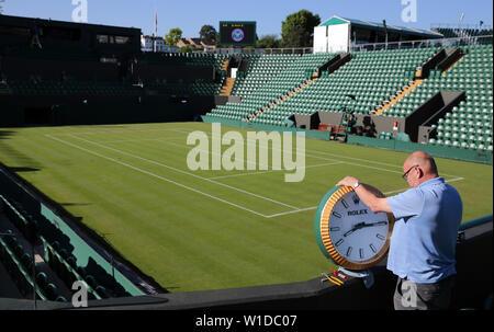 Wimbledon, Londres, Royaume-Uni. 2 juillet 2019. L'entretien de l'horloge Rolex Court 2, le tournoi de Wimbledon 2019, 2019 Allstar Crédit: photo library/Alamy Live News Photo Stock