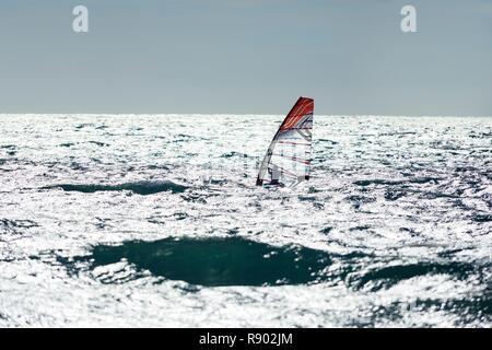 France, Bouches du Rhône, Côte Bleue, Martigues, quartier de Carro, Pointe de Carro, windsurfer Photo Stock