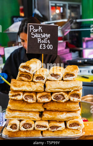 L'Angleterre, Londres, Southwark, London Bridge City, Borough Market, saucisse Rolls à vendre Photo Stock
