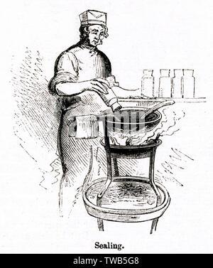 Scène qui se déroule dans le jour et Martin black factory, Holborn, London -- un homme faïence joints bouteilles avec cire liquide après qu'ils ont été remplis de film noir. Date: 1842 Photo Stock