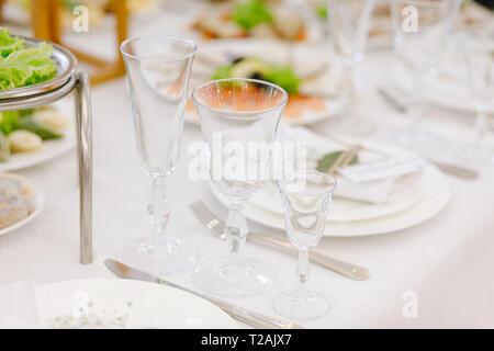 Lieu du mariage avec des verres à boire Photo Stock