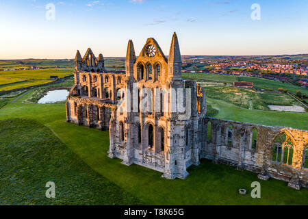 Whitby Abbey at Dawn, mai North Yorkshire, England, UK Photo Stock