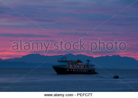 Un navire de croisière au large de la Basse Californie. Photo Stock