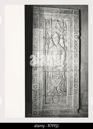 Toscane Grosseto Massa Marittima S. Cerbono Duomo, c'est mon l'Italie, l'Italie Pays de l'histoire visuelle, l'architecture médiévale, la sculpture architecturale, 13e-début 14e siècle 14e siècle Fresco/Panneaux Crucifix 14e siècle cierge pascal sculpture y compris l'Arca di S. Cerbone relief architectural c. 1267 Tabernacle milieu du 14ème siècle. Peintures post-médiévale, fresque du 14e siècle, l'allégement des antiquités sculpture Photo Stock