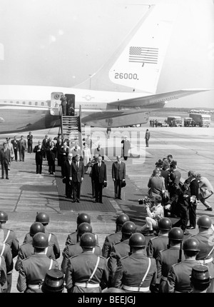 Le président américain, John Fitzgerald Kennedy arrive pour une visite officielle à l'Allemagne Photo Stock