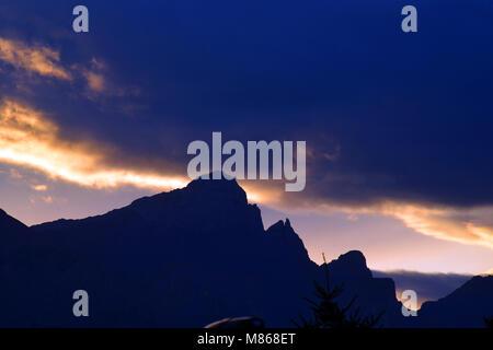 Canmore, Canadian Rockies, spectaculaire coucher de soleil sur les montagnes Photo Stock