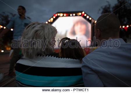 Film en famille dans le parc Photo Stock